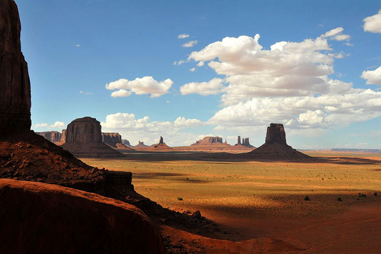 Magnificent Monument Valley, Arizona © Manuel Velazquez - Wikimedia Commons