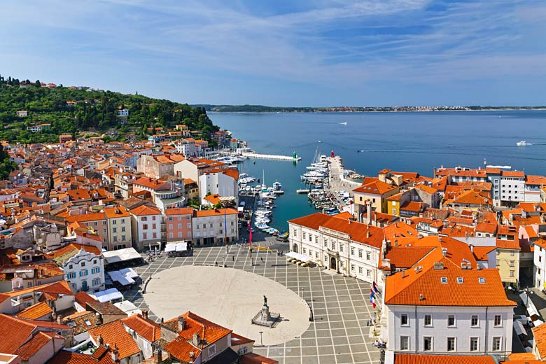 Main square in the picturesque town of Piran, Slovenia © Irakite - Fotolia.com
