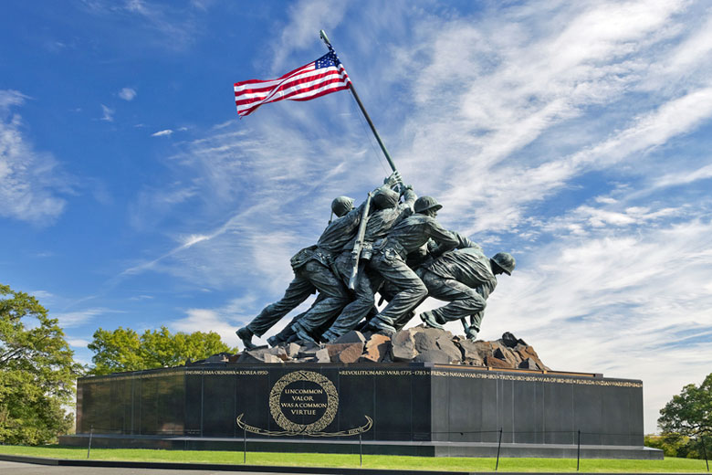 The Marine Corps War Memorial at Arlington National Cemetery, Washington DC © Kropic - Dreamstime