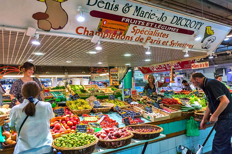 Market stall inside the Marché des Capucins, Bordeaux © Directphoto Collection - Alamy Stock Photo