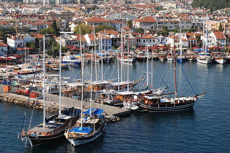 Marmaris harbour, Turkish Riviera © Mstyslav Chernov - Wikimedia Commons