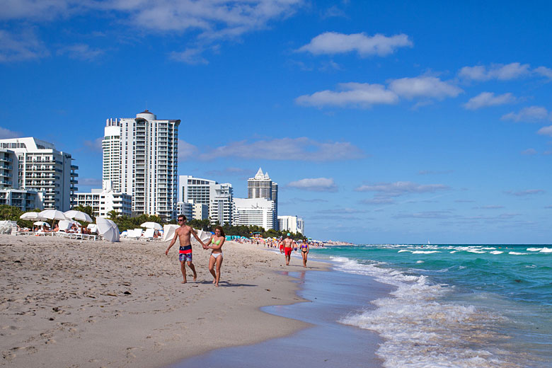 Miami Beach by day © Cristo Vlahos - Wikimedia Commons