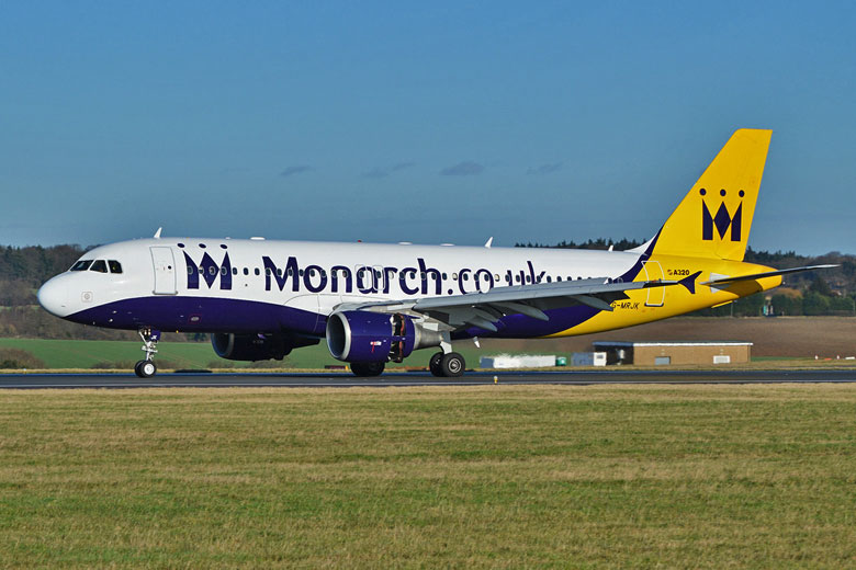 Monarch A320 landing at Luton Airport © Alan Wilson - Flickr Creative Commons