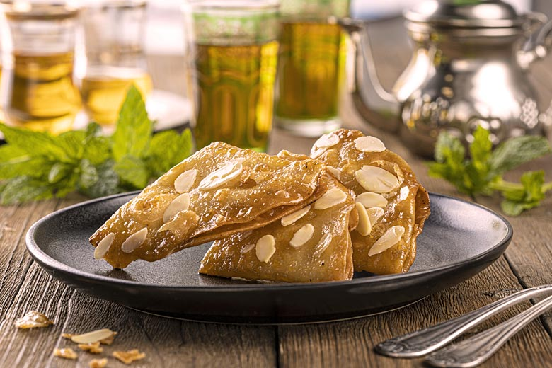 Briouat, Moroccan sweet pastry dipped in honey © Hans Geel - Adobe Stock Image
