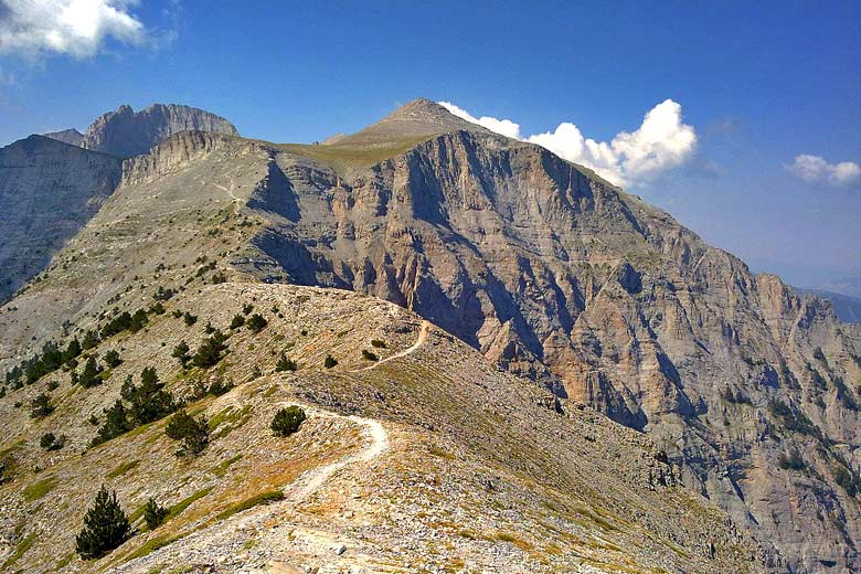 The path to the summit of Mt Olympus © Cristo Vlahos - Wikimedia Commons