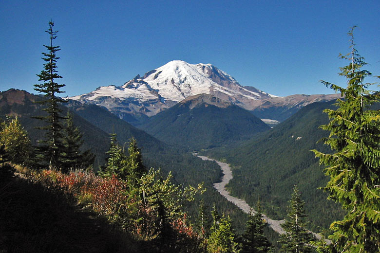 Mount Rainier and the White River valley © Walter Siegmund - Wikimedia Commons