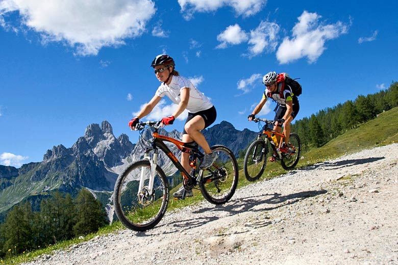 Mountain bike safari in the Austrian Alps © Blickwinkel - Alamy Stock Photo