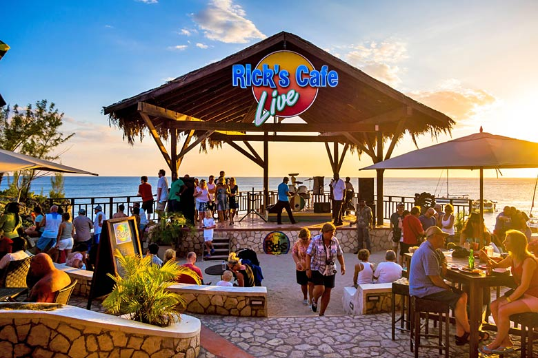 Negril sunset at Rick's Café, Jamaica © imageBROKER - Alamy Stock Photo
