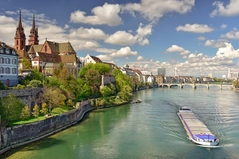Old town of Basel, Switzerland with the twin towers of Basel Cathedral © Balakate - Fotolia.com
