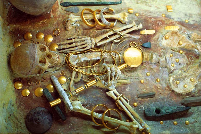 Museum display of the oldest known gold objects ever discovered © Zdenek Kratochvil - Wikimedia Commons