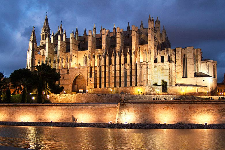 Palma Cathedral © Bizarro - Wikimedia Commons