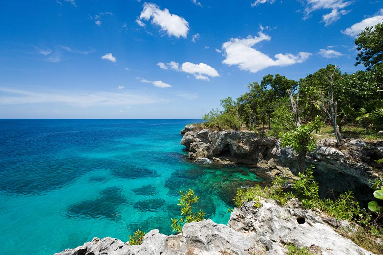 The picturesque cliffs of Negril, Jamaica © Ian Dagnall - Alamy Stock Photo