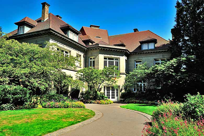 Pittock Mansion, perfect spot for a picnic © kjaliye - Flickr Creative Commons