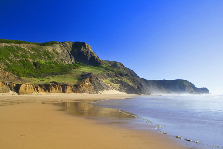 Cordoama Beach on the wild west coast of Algarve, Portugal © chillingworths - Fotolia.com