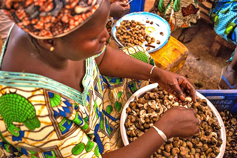 Processing cashew nuts in the Gambia © Charles O. Cecil - Alamy Stock Photo