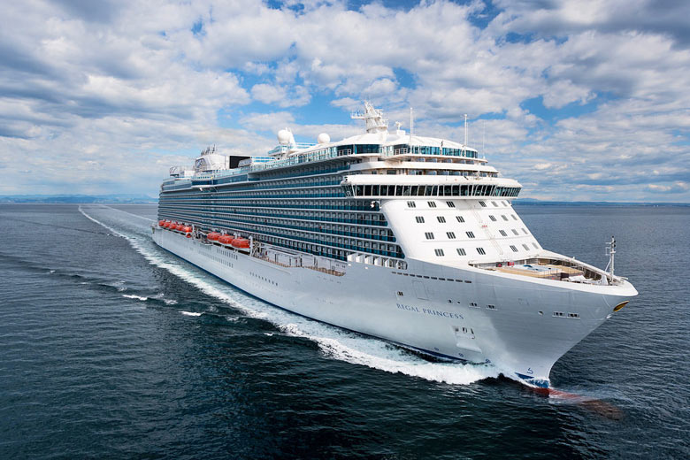 Regal Princess cruis ship underway © Princess Cruises