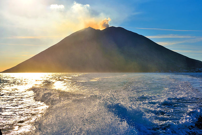 Returning from a day trip to Stromboli &copy Maudanros - Fotolia.com
