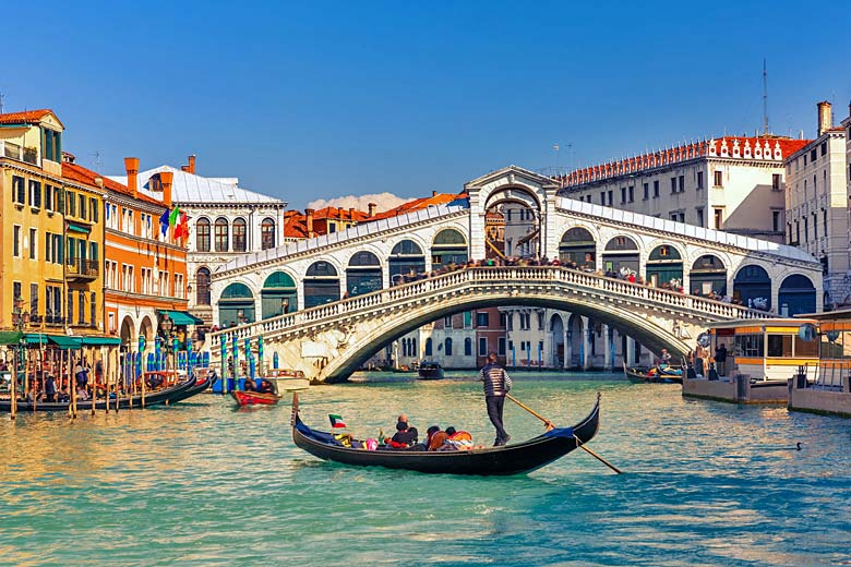 The Rialto, Venice's oldest bridge in the heart of the city © S Borisov- Fotolia.com