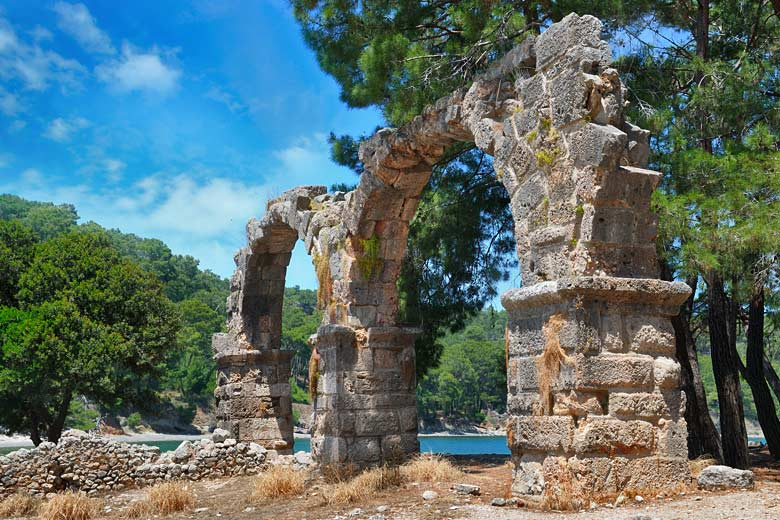 Roman ruins behind the beach in Phaselis © Alinamd - Fotolia.com