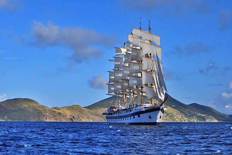 The Royal Clipper on a cruise in the Caribbean © Chris Owen - Wikimedia Commons