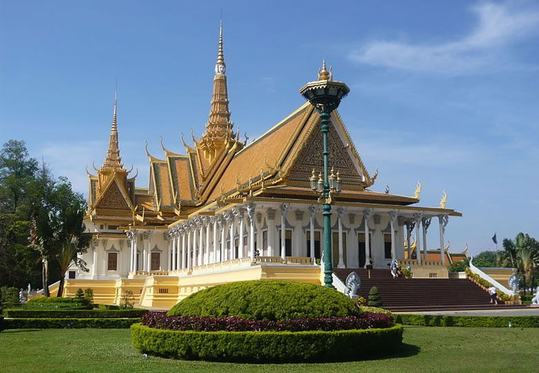 The Royal Palace, Phnom Penh, Cambodia © Arnaud-Victor Monteux - Wikimedia Commons