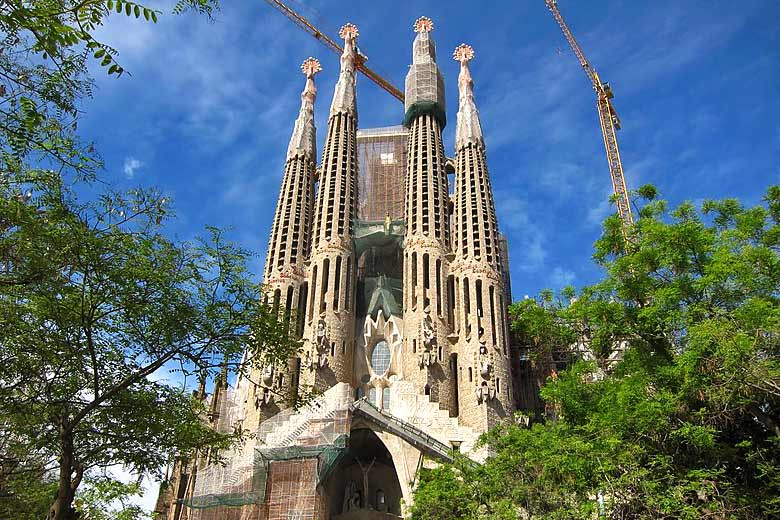 Four of the spires of the Sagrada Familia Basilica © Art Anderson - Wikimedia Commons