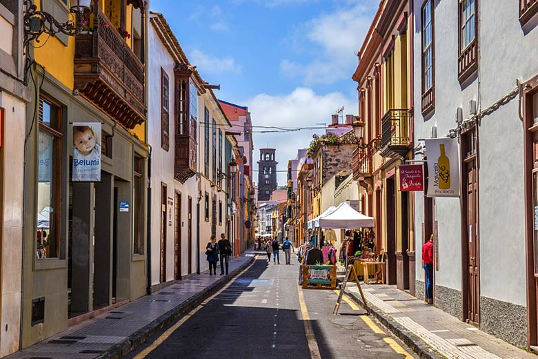 Strolling through the streets of San Cristóbal de La Laguna © Ionutzb00 - Dreamstime.com