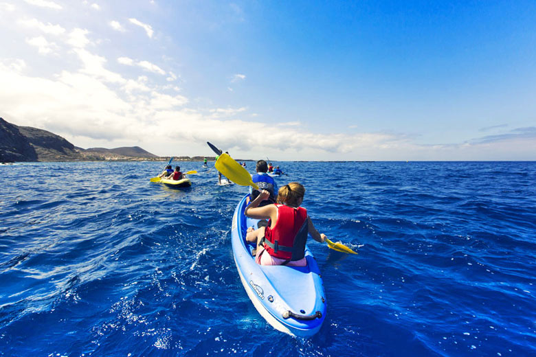 Sea kayaking off the coast of Tenerife © Turismo de Tenerife