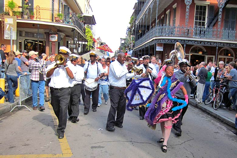 Second Line' parade in New Orleans © Infrogmation - Flickr Creative Commons