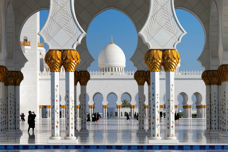 Sheikh Zayed Mosque, Abu Dhabi © Sophie James - Dreamstime.com