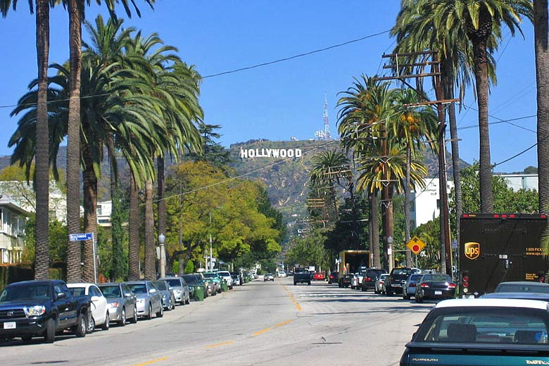 Iconic sign on the Hollywood Hills © Ben Sherman - Wikimedia Commons