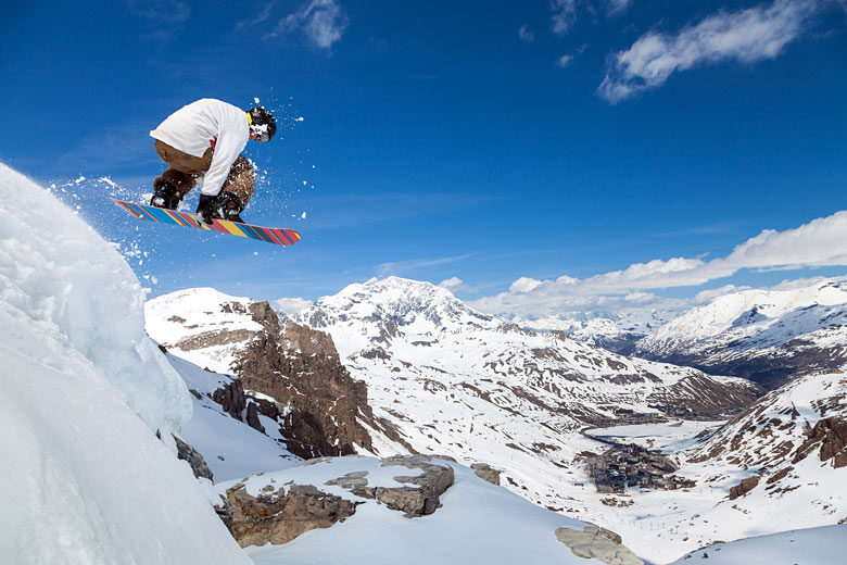 Snowboarding on the Grande Motte above Tignes © Maxoidos - Fotolia.com