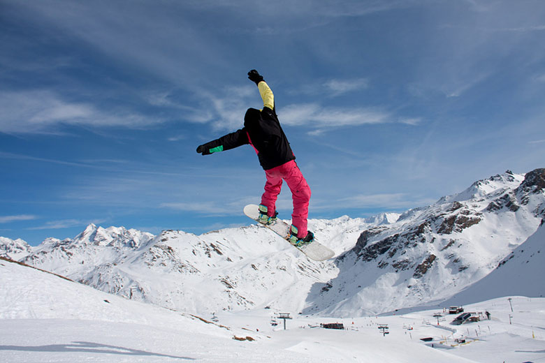 Snowboarding at Tignes, France © Gail Johnson - Fotolia.com