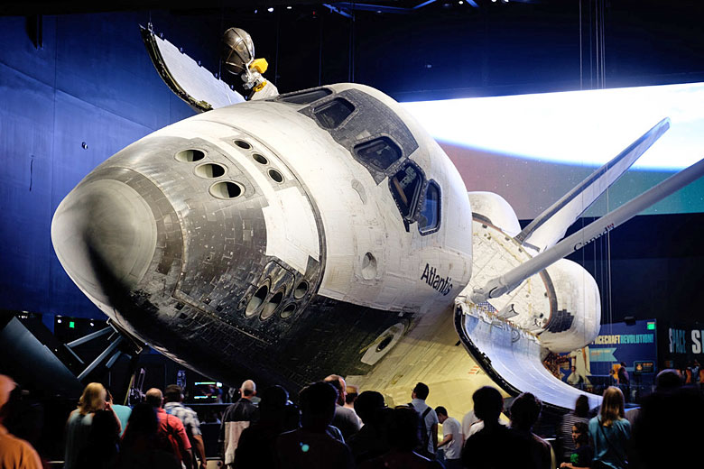 Up close with the Space Shuttle at the Kennedy Space Center © Håkan Dahlström - Flickr Creative Commons