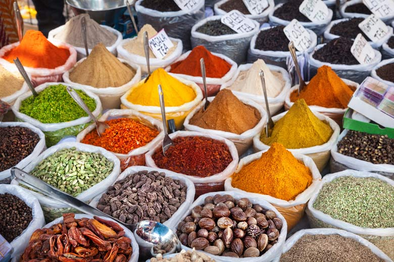 Spices from the plantations on sale in a Goa market, India © By Heaven - Fotolia.com