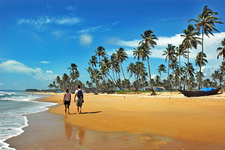 A stroll along the beach in Goa © Samrat35 - Dreamstime.com