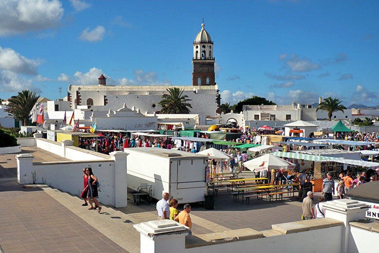 Sunday market in Teguise, the old capital of Lanzarote © Wiki05 - Wikimedia Commons