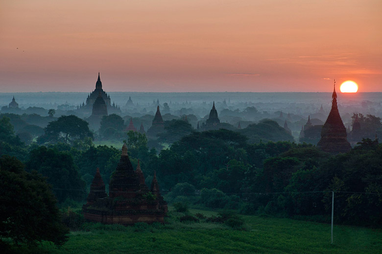 Sunrise over Bagan on a misty morning © Staffan Scherz - Flickr Creative Commons