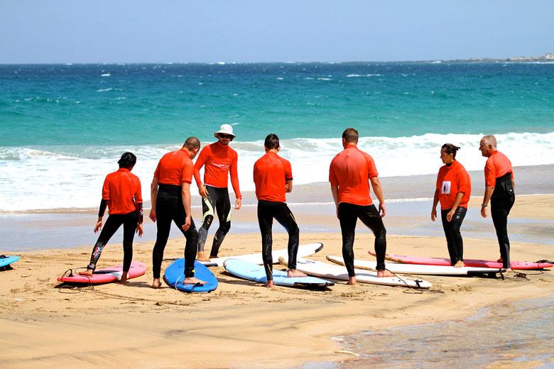 Surfing class on El Cotillo Beach, Fuerteventura © fabcom - Flickr Creative Commons