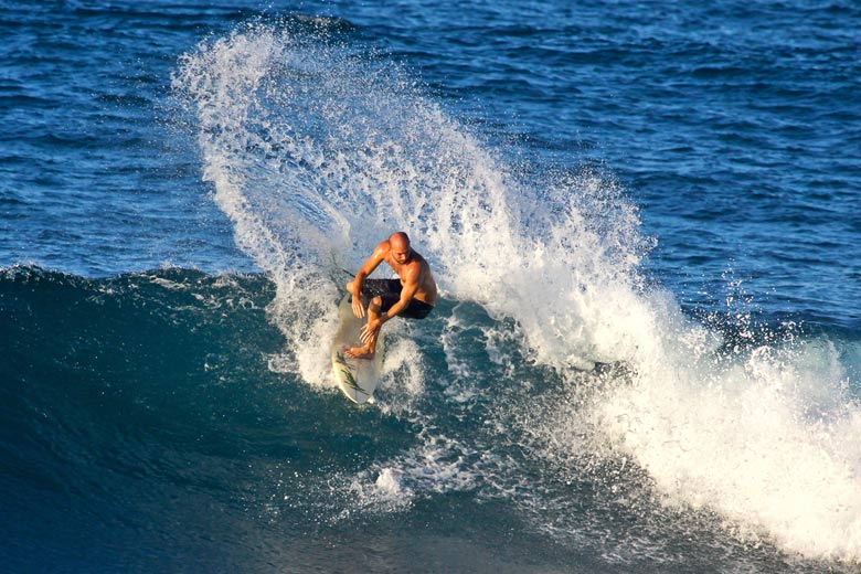 Surfing the Soup Bowl in Barbados © Tarik Browne - Flickr Creative Commons