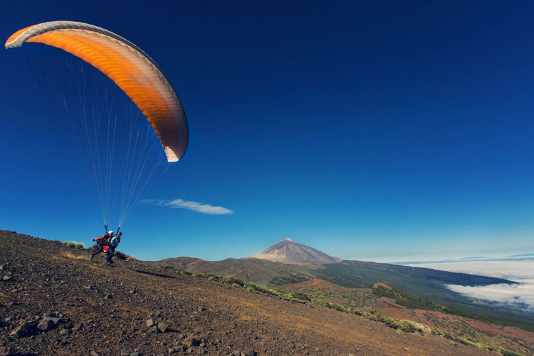 Taking the plunge paragliding in Tenerife © Turismo de Tenerife