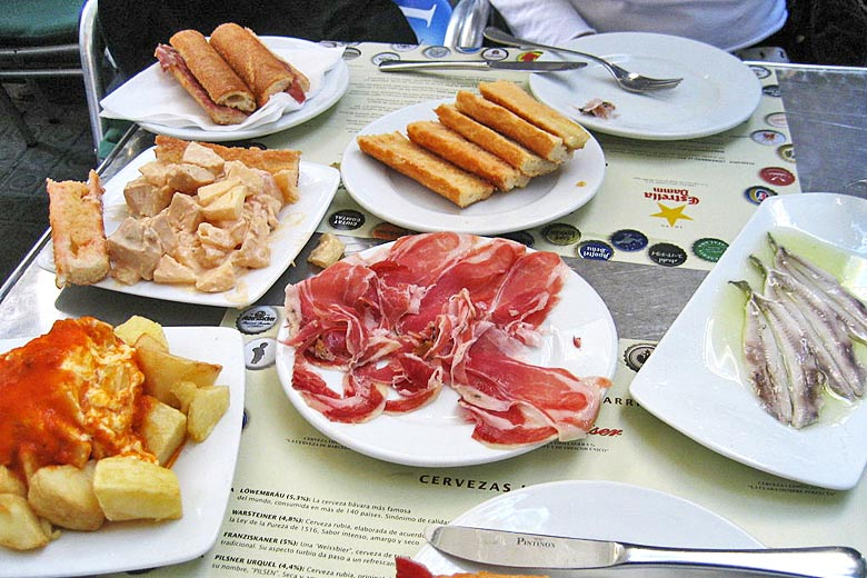 Tapas for two in Spain © Ines Yeh - Wikimedia Commons