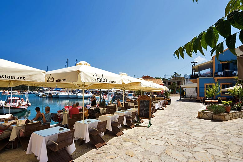 Taverna on the seafront in Fiskardo, Kefalonia, Greece © Harry Lands - Alamy Stock Photo