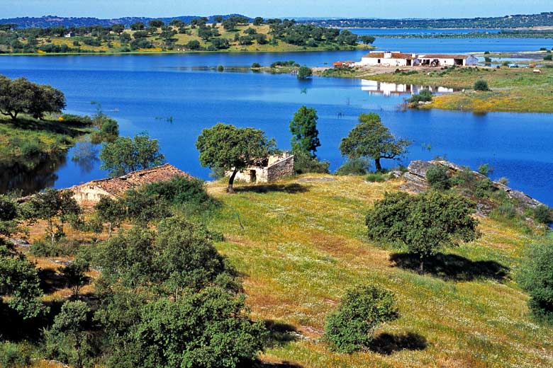 Explore the Great Lake's many isles and bays, Alentejo, Portugal © Luis Elvas - Alamy Stock Photo