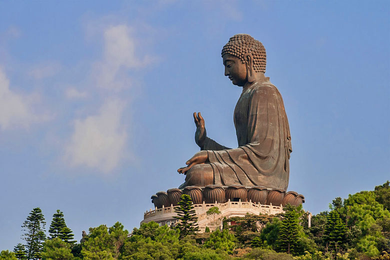 The 34 metre high Tian Tan Buddha on Lantau Island, Hong Kong © Beria Lima - Wikimedia Commons