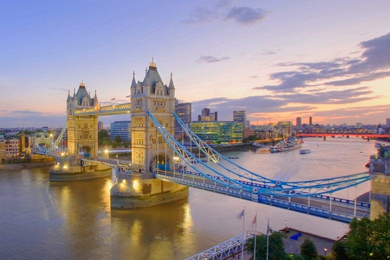 Tower Bridge on a summer's evening © Edwin Poon - Flickr Creative Commons
