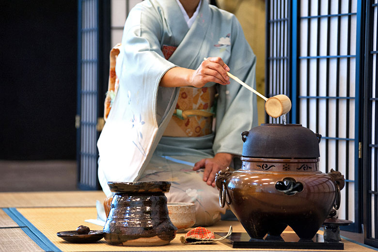 A traditional Japanese tea ceremony in Tokyo © zummolo- Fotolia.com