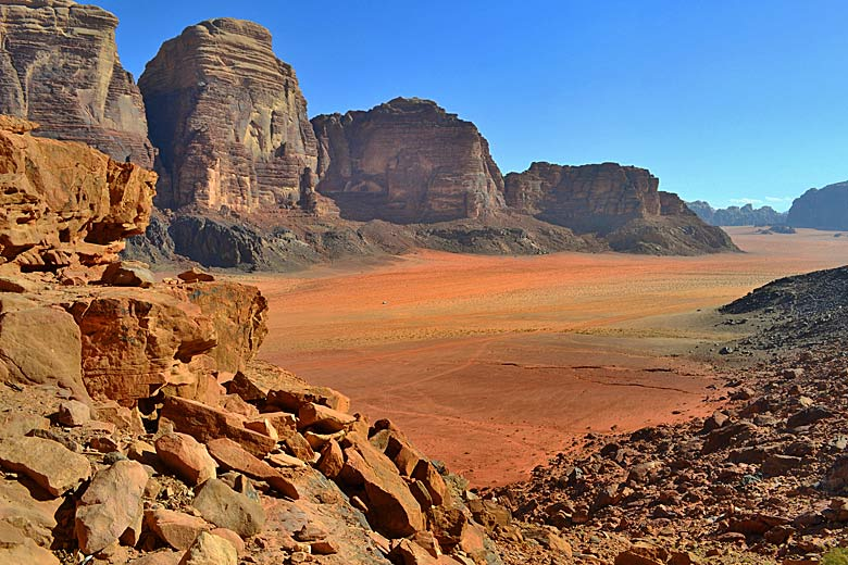 Desert on the valley floor, Wadi Rum © Hiking in Jordan - Flickr Creative Commons