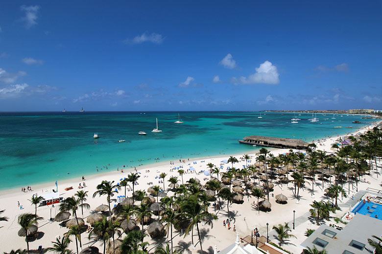 View of Palm Beach from the Riu Palace Hotel, Aruba © Ariel Vega Valenzuela - Flickr Creative Commons