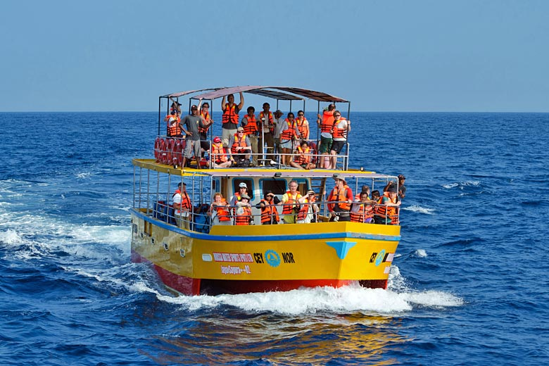 Whale watching in southern Sri Lanka © Christian Kober 1 - Alamy Stock Photo